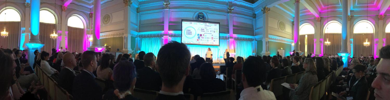 Ein Blick in den großen Saal des Rathauses von Helsinki während des Legal Desgin Summit 2019.